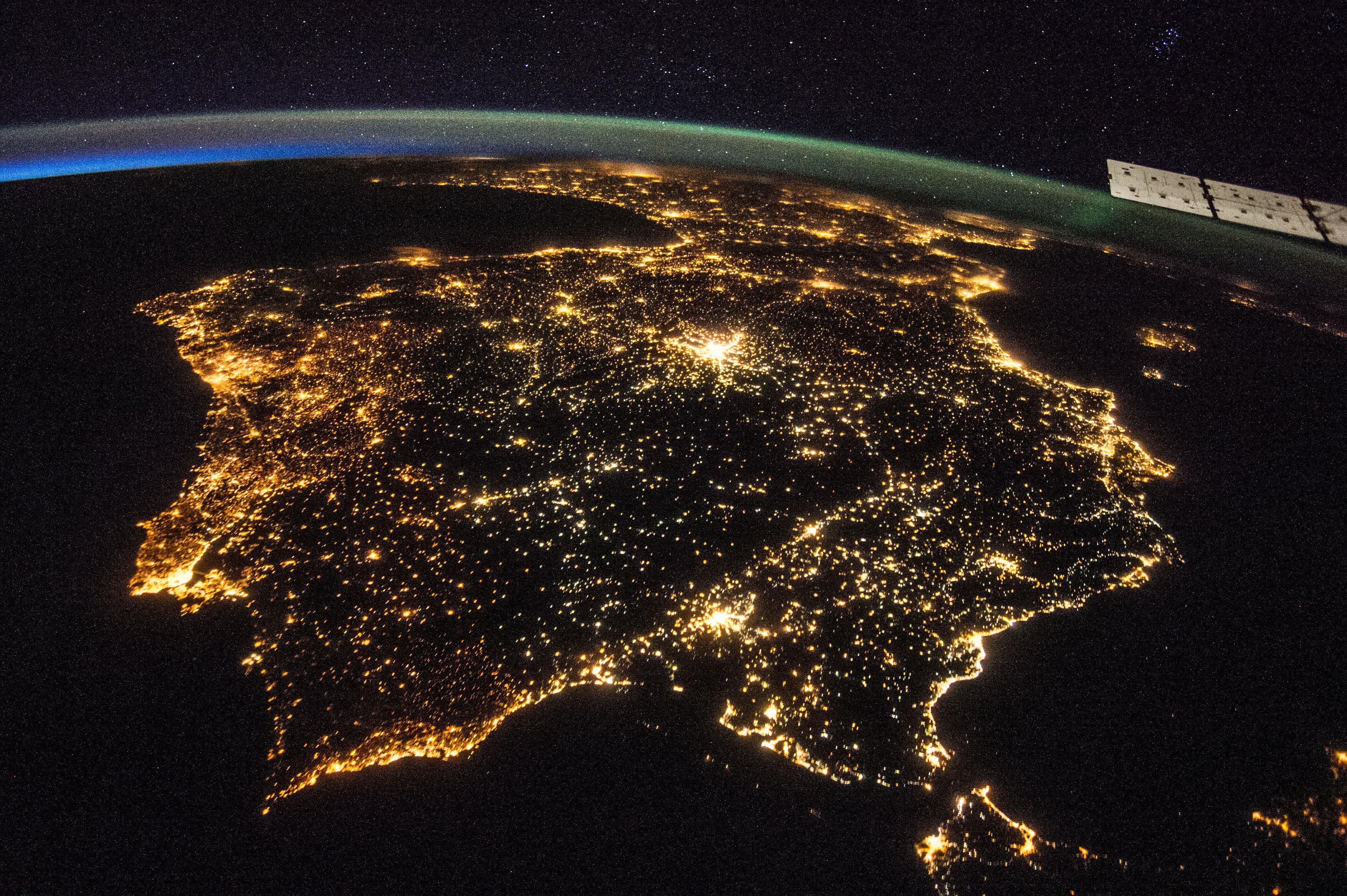 2015_Busquemos luciérnagas_Península Ibérica de noche_Foto tomada desde la Estación Espacial Internacional a 400 km_NASA_26 07 2014
